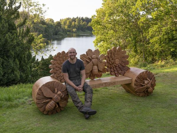 Chainsaw Artist Creates Bee Bench for Palace Garden